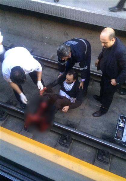 خودکشی مرد ۵۰ ساله در متروی صادقیه