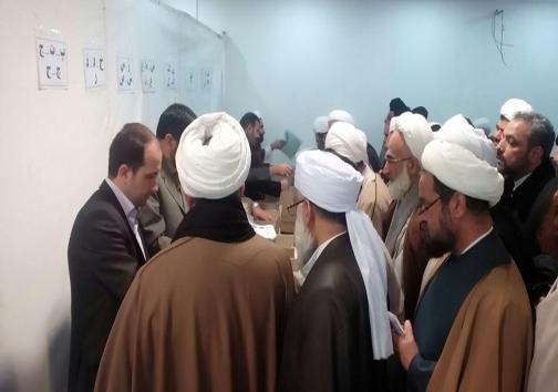 حضور داوطلبان در محل برگزاری آزمون خبرگان رهبری