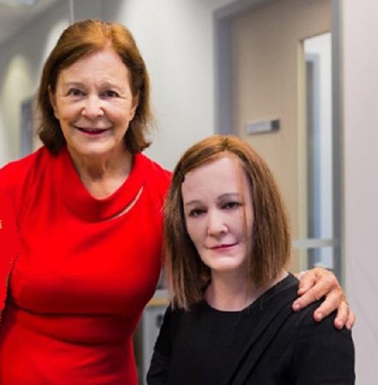 نادین، ربات اجتماعی که مشابه سازندهاش است + تصاویر