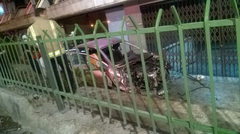 تصادف مرگبار 206 با گاردریل در اتوبان یادگار امام/ 3 تن کشته و مجروح شدند