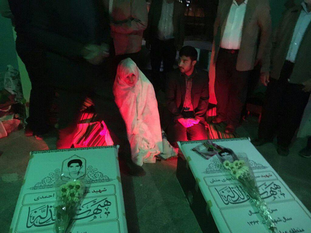 مراسم عروسی در کنار شهیدان تازه شناسایی شده + عکس