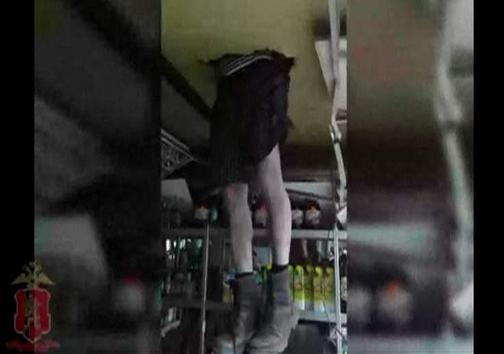دزدی که میان زمین و هوا معلق ماند! + تصویر