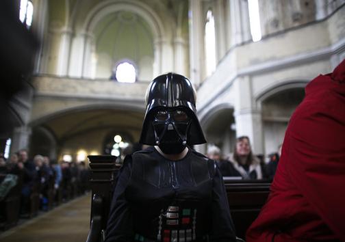 دعوت از طرفداران فیلم «جنگ ستارگان» برای حضور در کلیسا + تصاویر