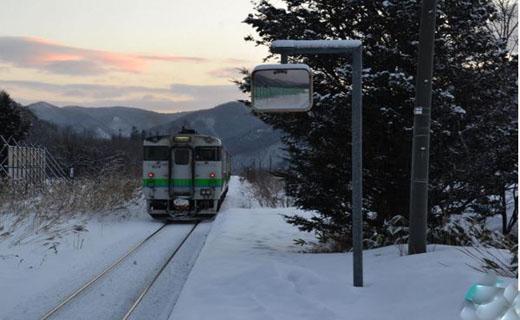 سه سال فعالیت خط قطار فقط به خاطر یک دانش آموز +عکس
