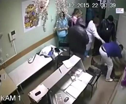 قتل وحشیانه بیمار زیر مشت و لگد پزشک عصبانی + تصاویر