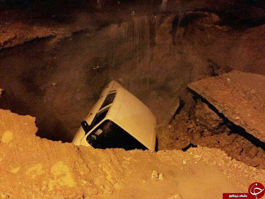 فرو رفتن خودروها در خیابان های کرمان(فیلم و تصاویر)