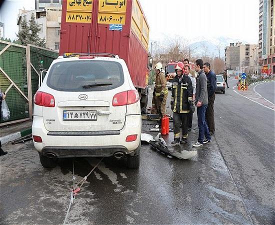 برخورد شدید خودرو شاسی بلند با کامیون +تصاویر