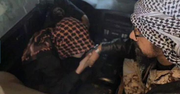 وداعِ تلخ پسربچه داعشی با پدرش پیش از حمله انتحاری+ تصاویر