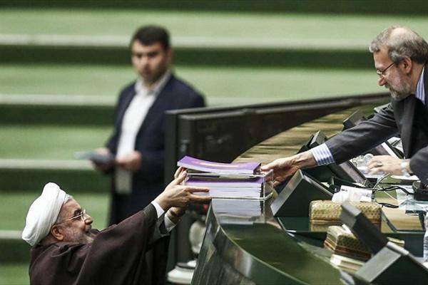 روحانی اولین بودجه پسابرجام کشور را تقدیم مجلس کرد