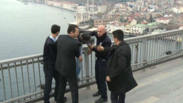 وقتی اردوغان به فریاد یک از جان گذشته می رسد!+تصاویر