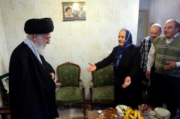دانلود مستند حضور رهبر انقلاب در منزل خانواده شهید آشوری«روبرت لازار»