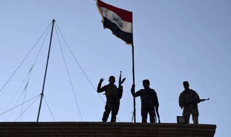 لحظه انفجار خودروی انتحاری داعش در حومه موصل+ تصاویر