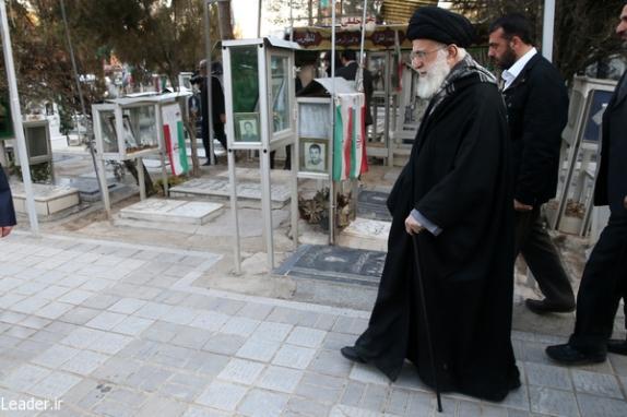رهبر معظم انقلاب اسلامی در مرقد مطهر امام راحل و گلزار شهدای بهشت زهرا حضور يافتند