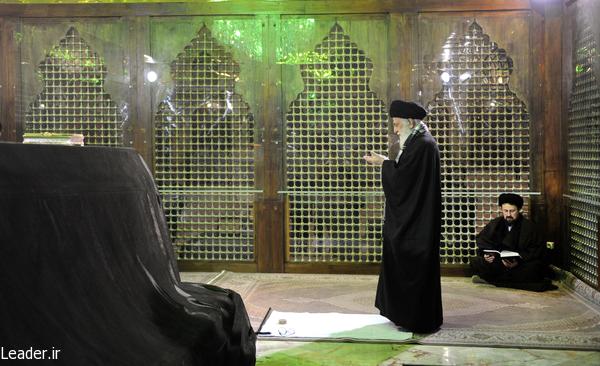 تصاویر حضور رهبر معظم انقلاب اسلامی در مرقد مطهر امام راحل و گلزار شهدای بهشت زهرا