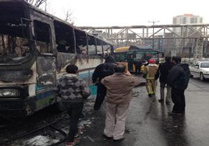 آتش گرفتن اتوبوس در خیابان ولیعصر (+عکس)