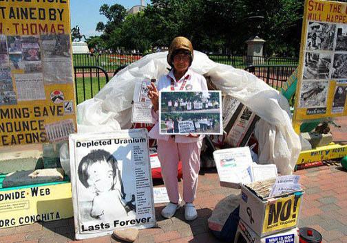 35 سال زندگی در چادر مسافرتی مقابل کاخ سفید + تصاویر