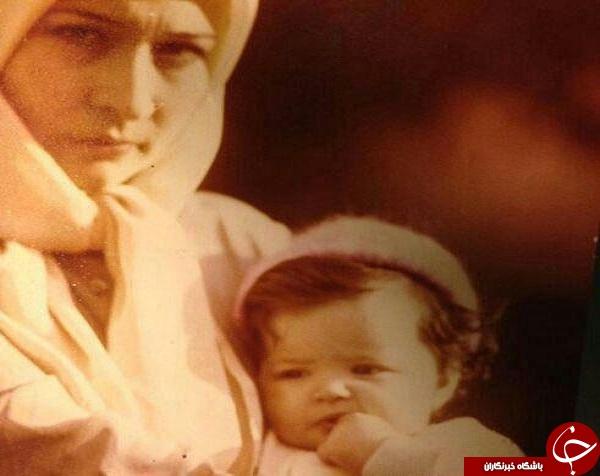 کودکی کیمیا در آغوش مادر/
