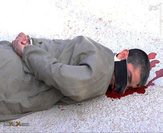 اعدام فجیع دو مرد سوری به دست داعش + تصاویر(18+)