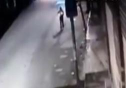 باشگاه خبرنگاران - لحظه تصادف دلخراش خودرو با یک عابر + فیلم