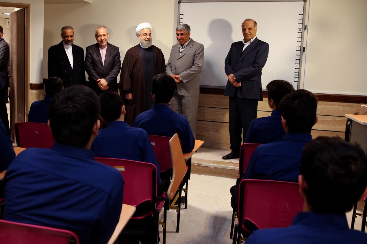 بازدید روحانی از کلاس درس برجام+ عکس
