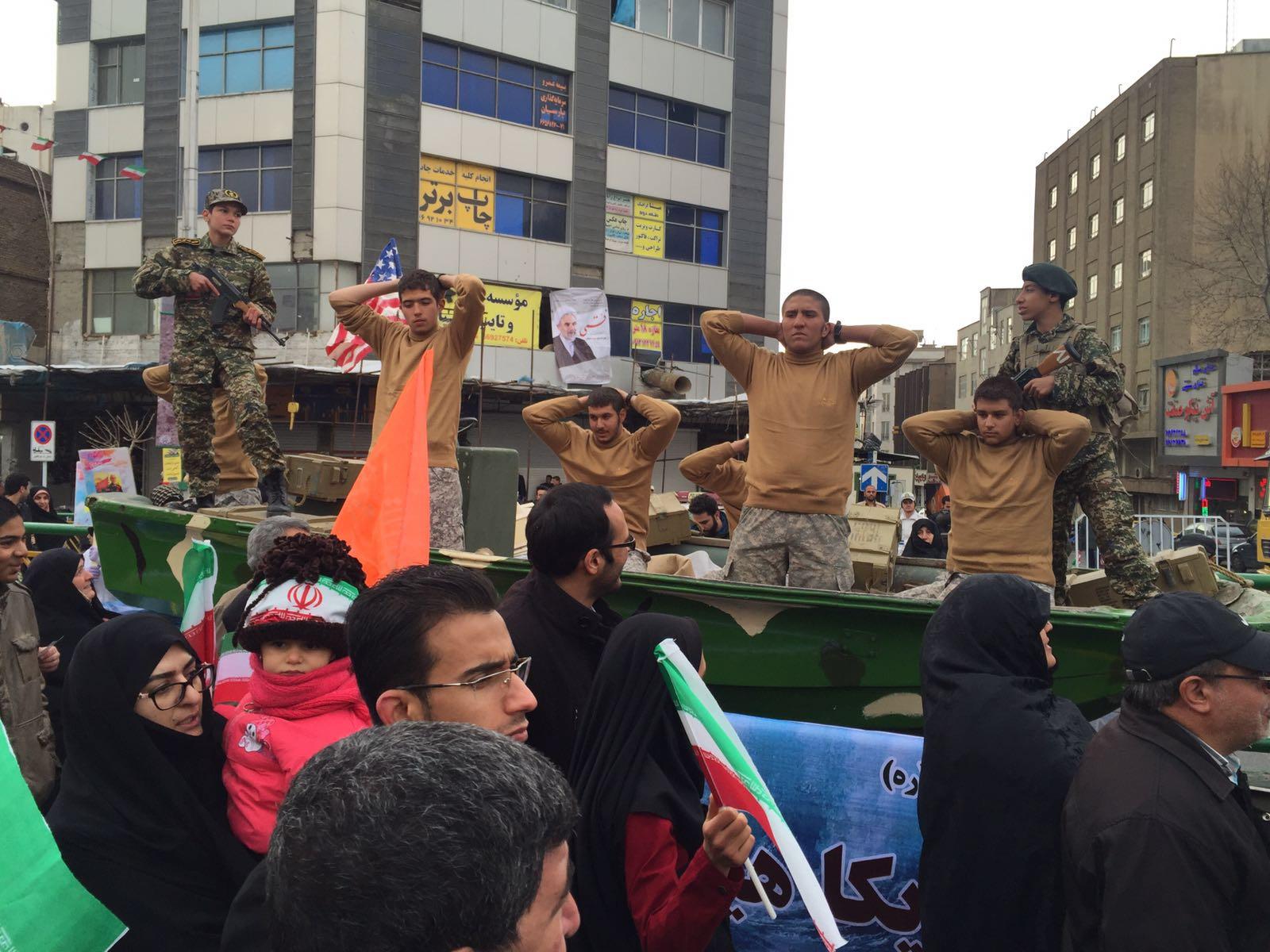 تفنگداران متجاوز آمریکایی به راهپیمایی 22 بهمن آمدند+عکس