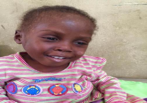 تصاویری تکان دهنده از کودکی که به حال مرگ رها شده بود