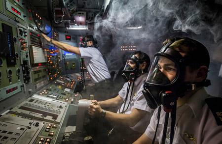 گشتی در تصاویر خبری شنبه سوم بهمن/ از شبیه سازی آتشسوزی در زیردریایی تا دستگیری یک مظنون در صحنه بمبگذاری