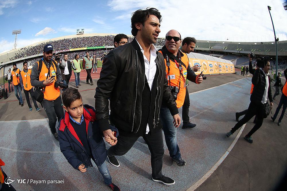 محبوبیت فرهاد در ورزشگاه آزادی+عکس