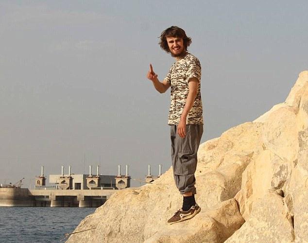 جلاد ۲۰ ساله انگلیسی داعش را بشناسیم+ تصاویر