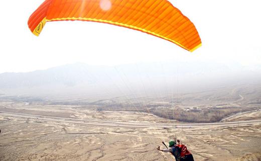 پروازهای آموزشی پاراگلایدر در ارتفاعات کوه +تصاویر