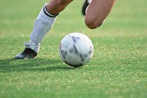 بازی فوتبال مختلط دختران و پسران