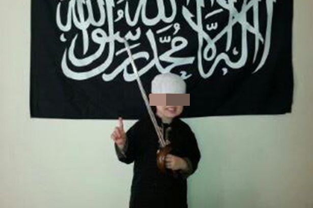 کودک انگلیسی که داعشی شد + تصاویر