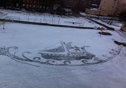 فرّاشی که با برف هنرنمایی میکند + تصاویر