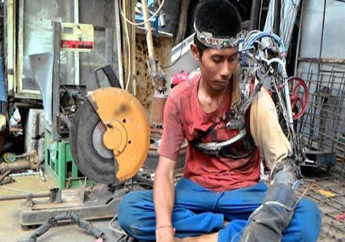 مرد آهنین اندونزی + تصاویر
