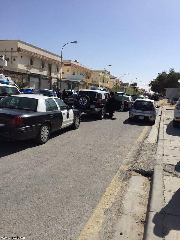 انفجار در مسجد شیعیان عربستان/ دست کم 3 نفر شهید شدند