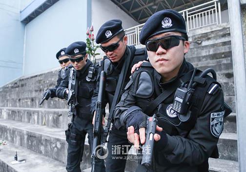 مراسم ازدواج اعضای گروه ضربت پلیس به روش نظامی + تصاویر