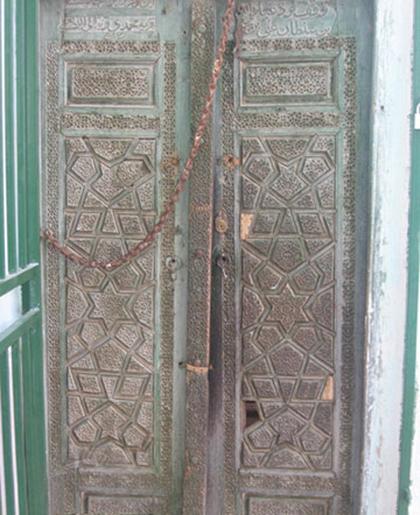 جزئیات کشف درب 400 ساله مسجد نائین/ با حداقل امکانات از اماکن تاریخی حفاظت میکنیم