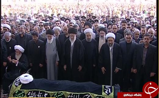 رهبر معظم انقلاب بر پیکر عالم مجاهد آیت الله واعظ طبسی اقامه نماز کردند+ تصاویر و فیلم