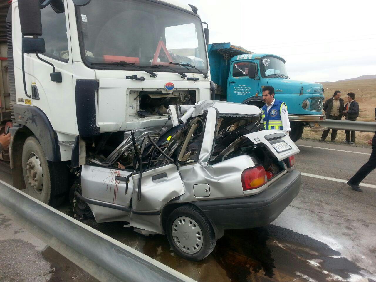 برخورد مرگبار پراید و کامیون + عکس (18+)