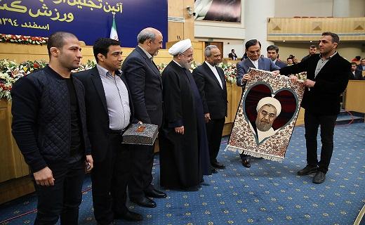 4278979 114 از ماجرای دستگیری ریگی در آسمان ایران تا قاب عکس عاشقانه جهت ریاستجمهور + تصاویر