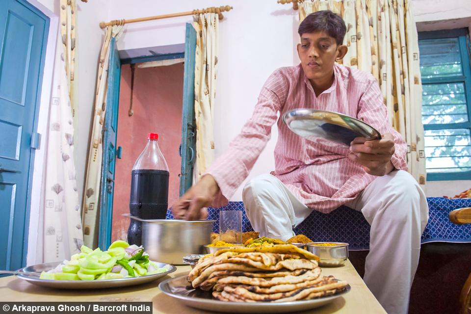 پسری که کسی حاضر نیست با او ازدواج کند+ تصاویر
