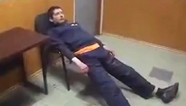 رفتار عجیب فرد معتاد/ برخورد غیر انسانی نیروهای پلیس