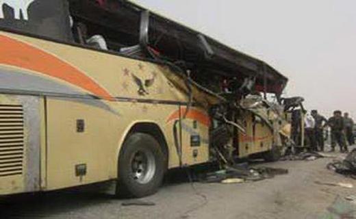 11 مجروح در تصادف اتوبوس با تریلر در بزرگراه نطنز - کاشان