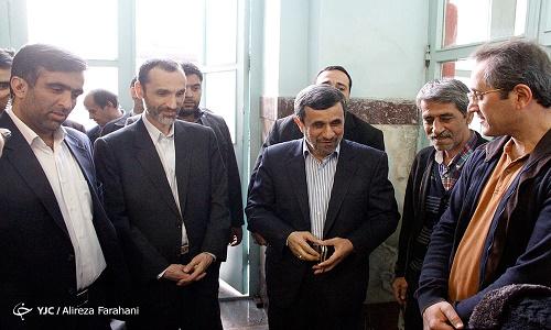 چه کسی احمدینژاد را در حوزه انتخابیه نارمک همراهی کرد؟
