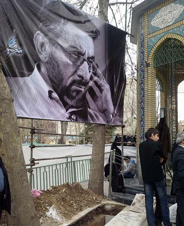 مزار سلحشور در کنار مزار شهدای گمنام امامزاده باغ فیض +تصاویر