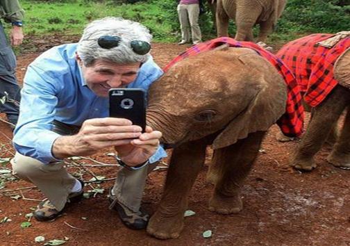 سلفی جان کری با بچه فیل+عکس