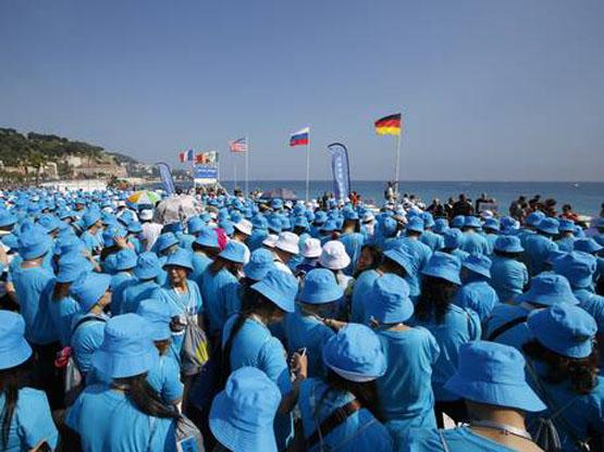 میلیاردر چینی 6500 کارمند را به تعطیلات برد+تصاویر