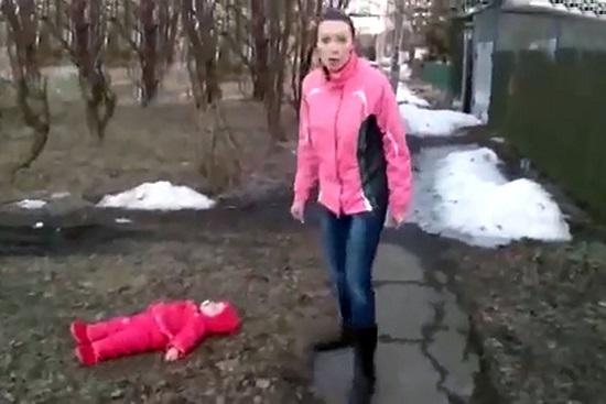 خشونت بی حد و مرز مادر جوان علیه کودک خردسالش + تصاویر