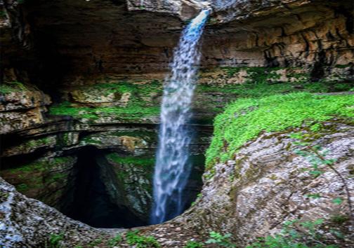 باتارا ،غار عجیبی که با ذوب برف به آبشار تبدیل می شود!+تصاویر