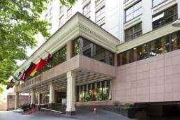 هتل اسپیناس و اظهارنظرهای متناقض